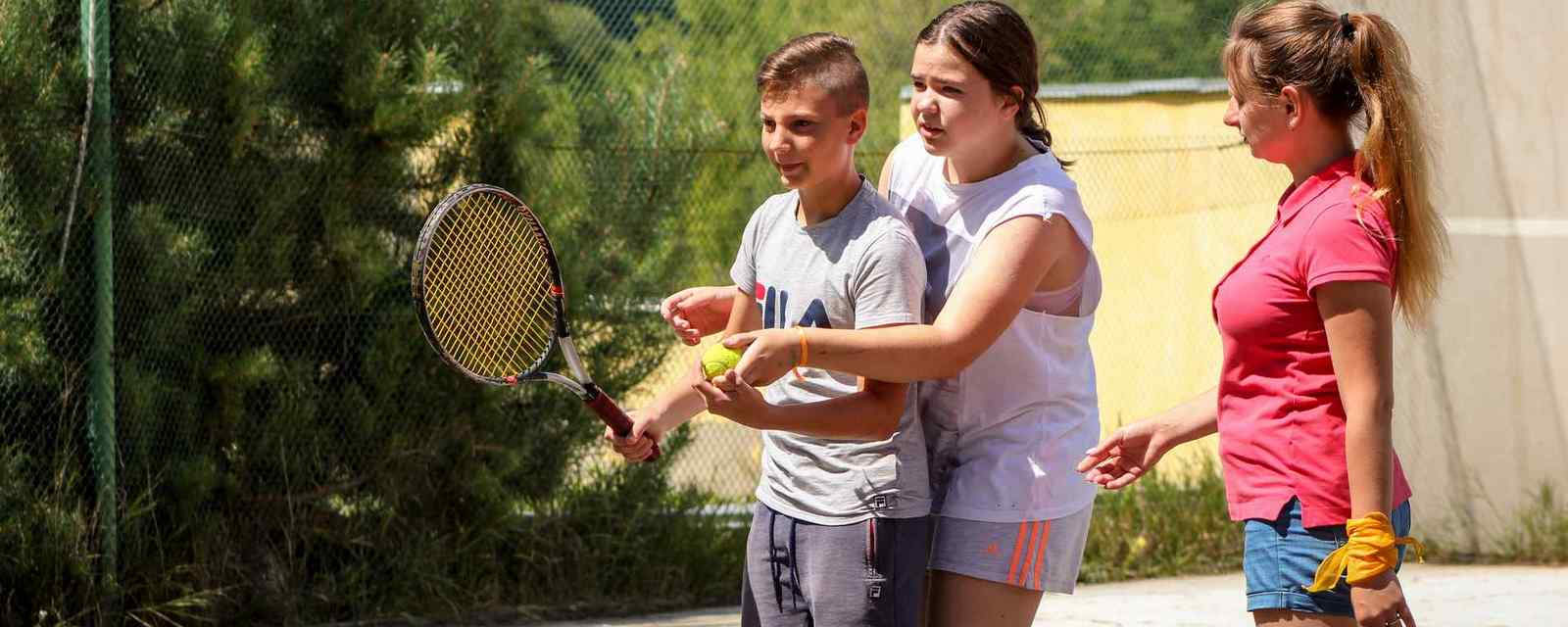 slide-4-tennis-1600x640